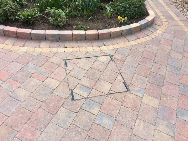 RECESSED MANHOLE TRAY ON DRIVEWAY
