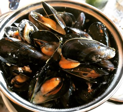 Mussels with white wine, cream and shallots - Cadiz