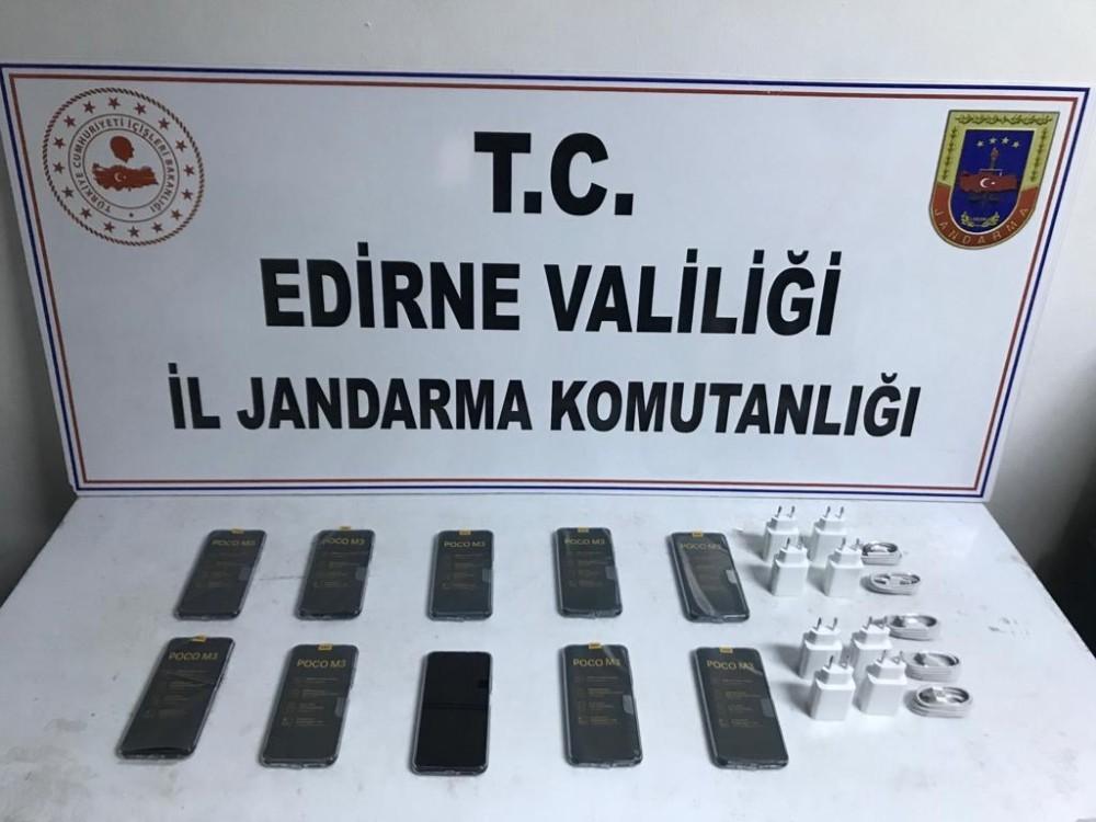 Edirne'de 15 bin TL'lik kaçak cep telefonu ele geçirildi