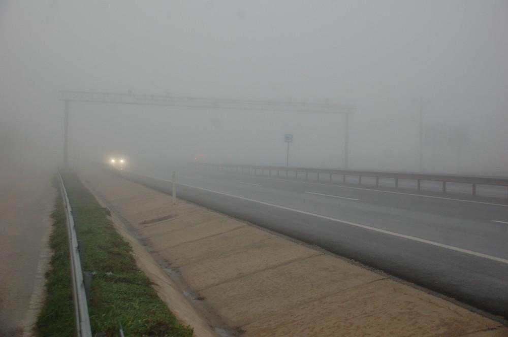 Keşan'da sis etkili oldu