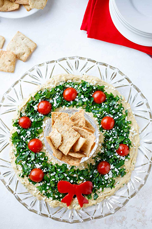 christmas appetizer hummus wreath