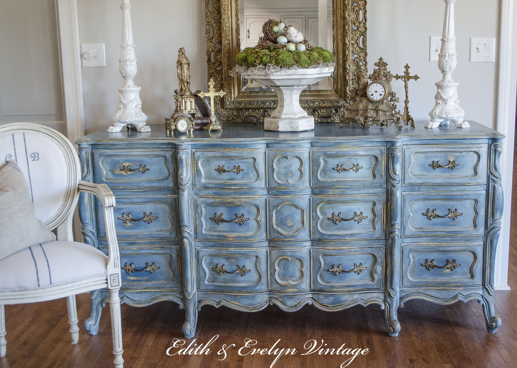 A blue french provincial dresser edith evelyn for Commode style shabby chic