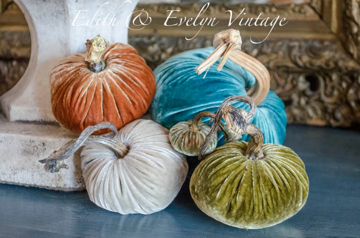 Velvet Pumpkin Weather | Edith & Evelyn | www.edithandevelynvintage.com