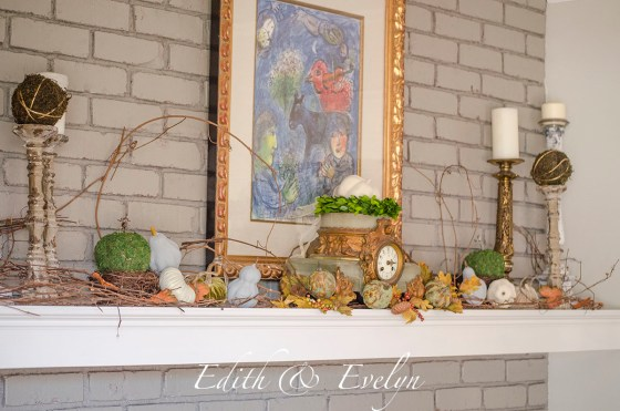 Fall Mantel Decor | Edith & Evelyn | www.edithandevelynvintage.com