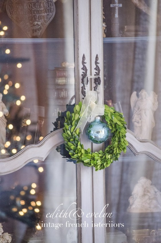 A Merry Little Christmas Blog Hop | Decor in the Family Room | Edith & Evelyn Vintage | www.edithandevelynvintage.com