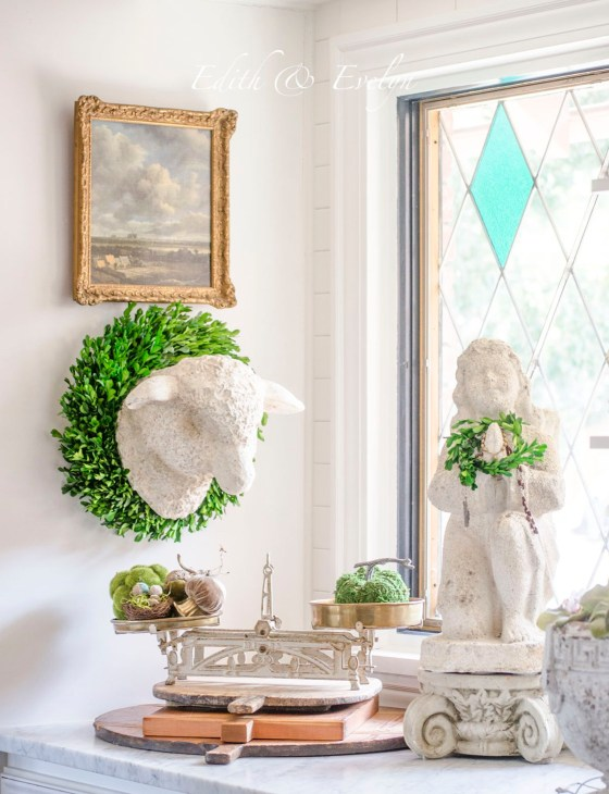 Decorating with Boxwood Wreaths | Edith & Evelyn | www.edithandevelynvintage.com