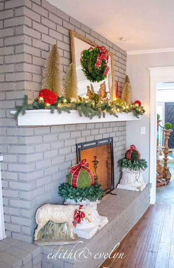 The Christmas Mantel | Edith & Evelyn Vintage | www.edithandevelynvintage.com