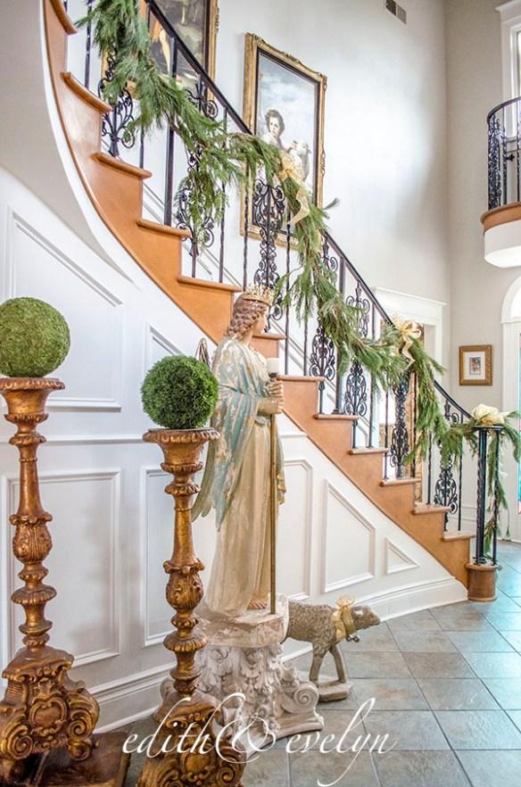 Deck the Foyer | Edith & Evelyn | www.edithandevelynvintage.com