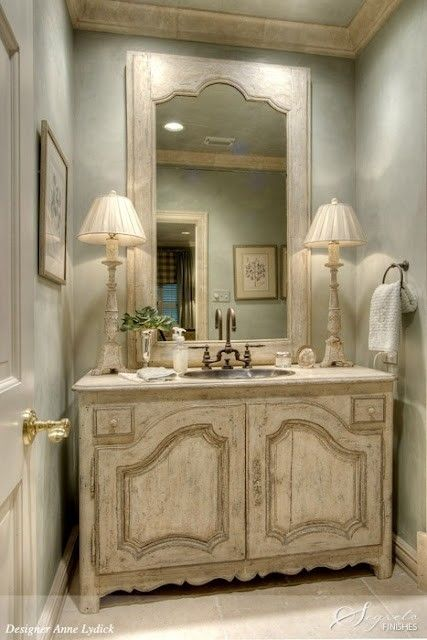 Powder Room Inspiration | Edith & Evelyn | www.edithandevelynvintage.com