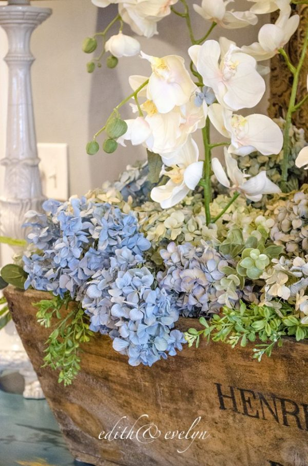 How to Dry Hydrangeas | Edith & Evelyn | www.edithandevelynvintage.com