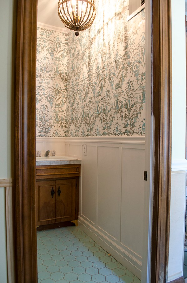 Powder Room Update | Edith & Evelyn | www.edithandevelynvintage.com