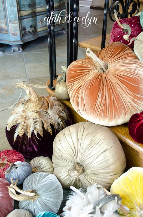 Velvet Pumpkin Harvest | Edith & Evelyn | www.edithandevelynvintage.com