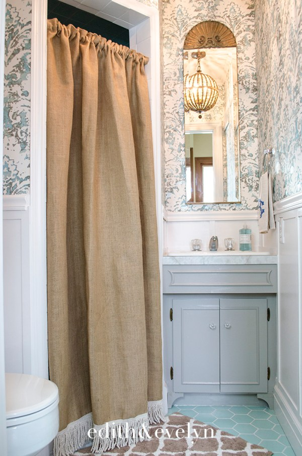 Petite Powder Room Transformation | Edith & Evelyn | www.edithandevelynvintage.com