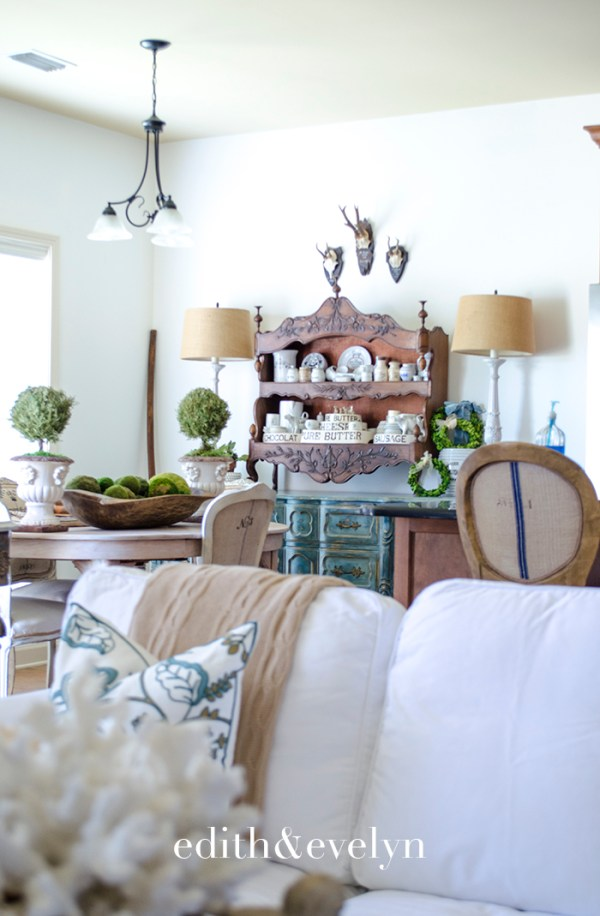 Decorating An Open Concept Living Room | Edith & Evelyn | www.edithandevelynvintage.com