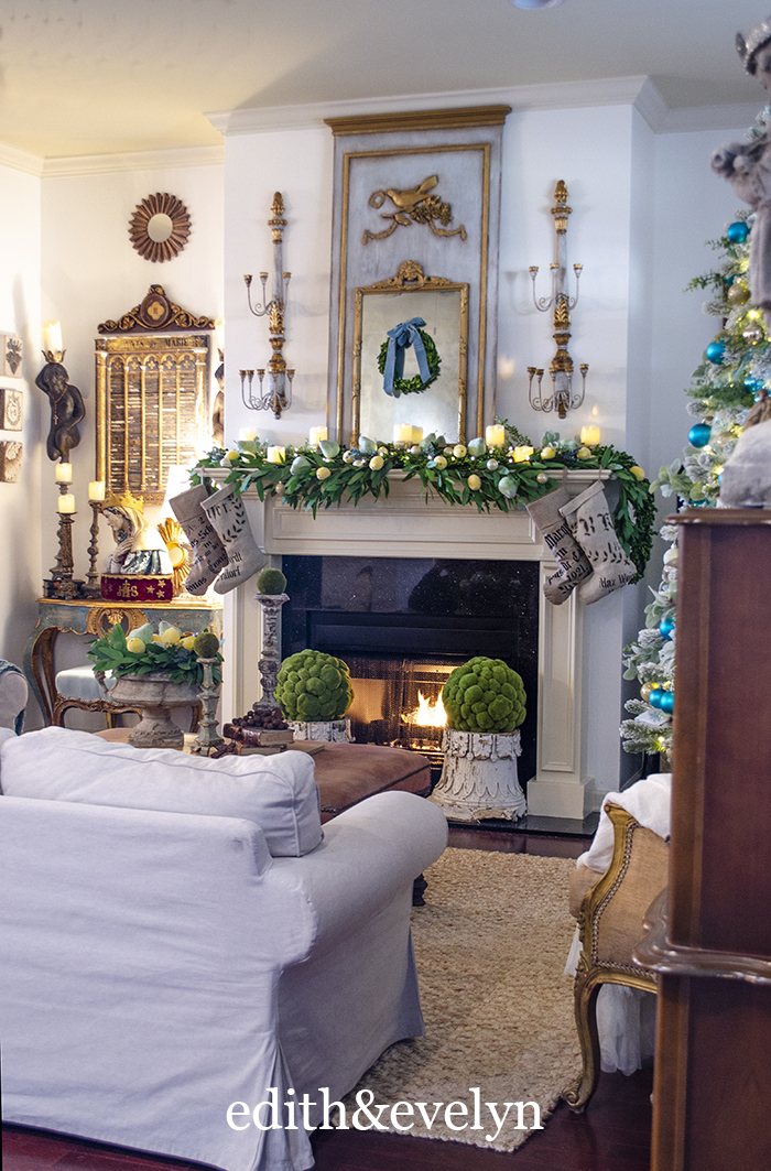 Christmas Living Room 2020 | Edith & Evelyn | www.edithandevelynvintage.com