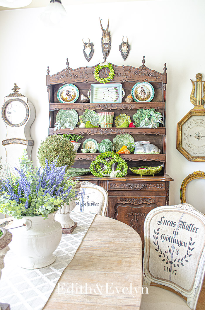 Decorating with Majolica | Edith & Evelyn | www.edithandevelynvintage.com
