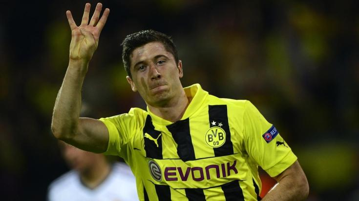 https://i2.wp.com/editorial.uefa.com/resources/0208-0e9f604fa1d2-58114acac3ae-1000/robert_lewandowski_takes_the_acclaim_after_scoring_all_four_dortmund_goals_in_their_4-1_home_win_against_madrid_in_2013_though_the_spanish_side_pulled_two_back_in_the_return.jpeg?resize=735%2C413&ssl=1