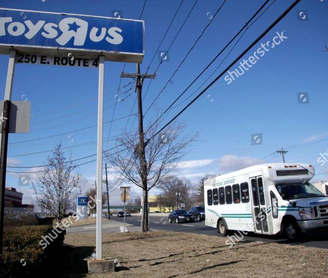 Toys R Us Store Closings Paramus Usa