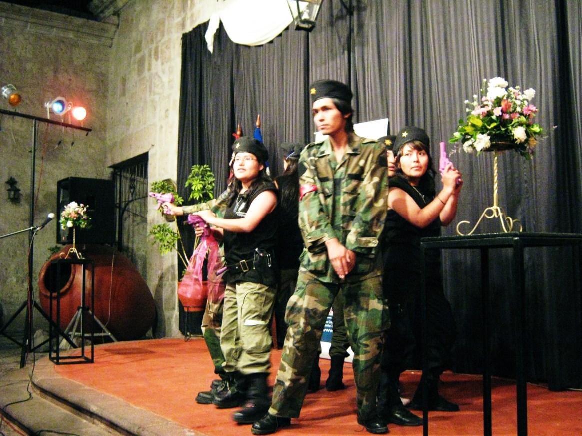 El equipo de Aletheya en el comando poético