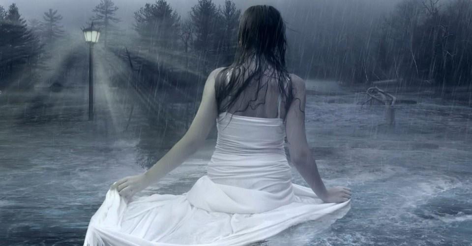 En la lluvia.