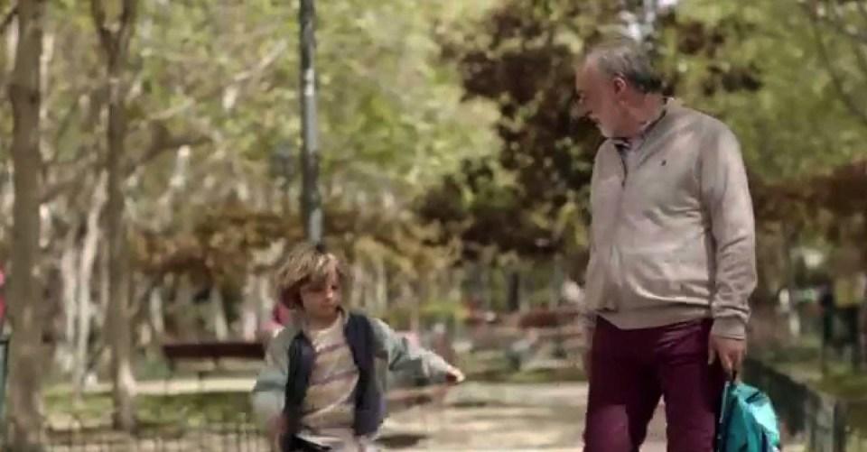 Abuelo con su nieto.