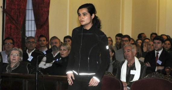 Mujer en, juicio