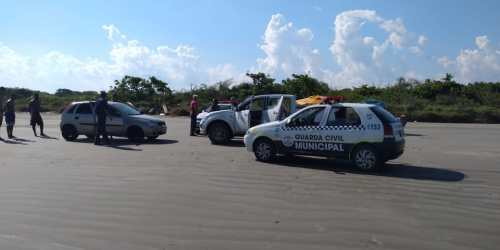 Prefeitura fiscaliza carros que trafegam pela areia da praia das Ruínas