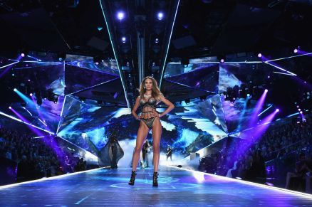 2018 Victoria's Secret Fashion Show 88