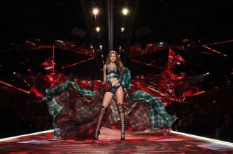 2018 Victoria's Secret Fashion Show 92