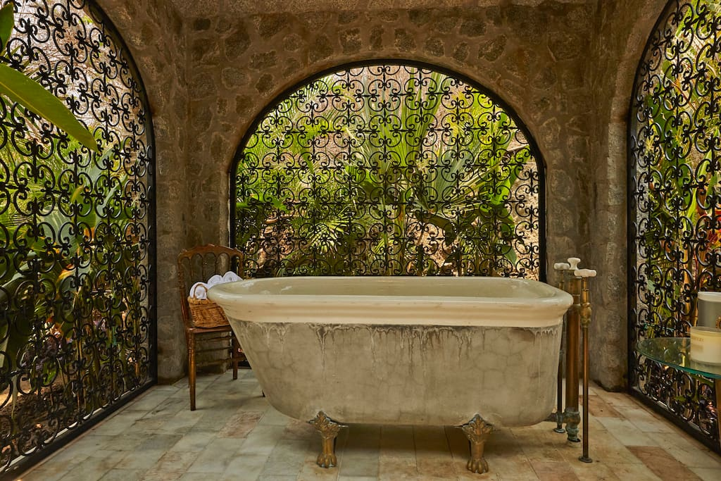 Mexico City-based architect Andrés Benítez and reflects a kind of Mexican-Italianate style