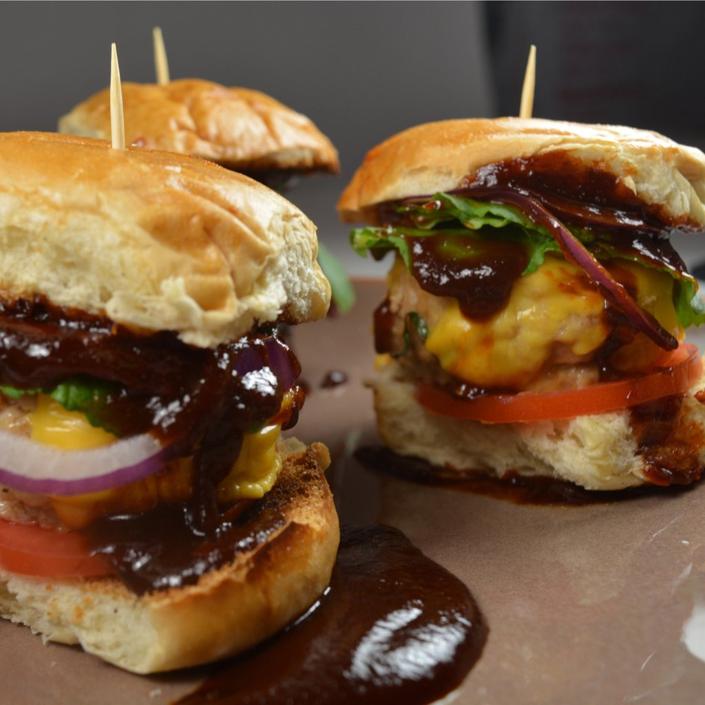 bbq chicken sliders with red onions and arugula