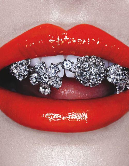 christmas red lip glitter