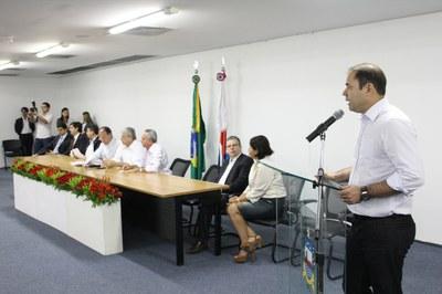 Marco Fireman fala durante a assinatura de convênios com o Ministério da Integração