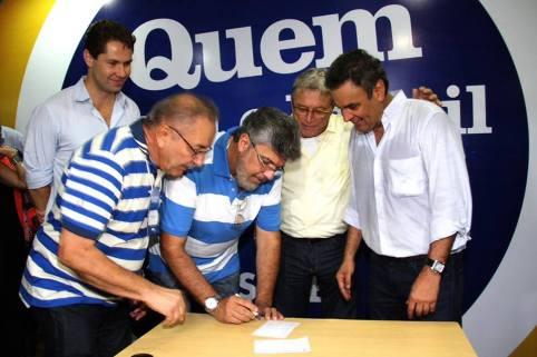 ET assina ficha de filiação do PSDB em 21 de setembro de 2013