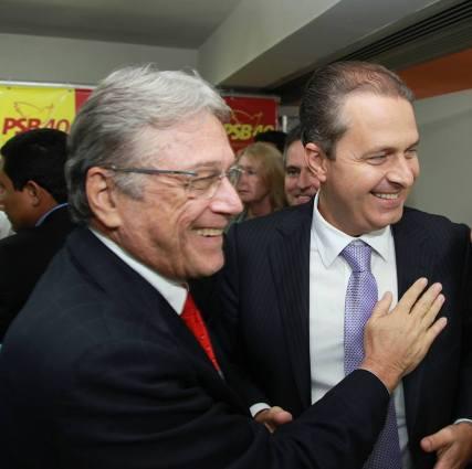 Teotonio Vilela Filho e Eduardo Campos em foto postada pelo governador na sua página no Facebook