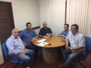 Carlo Monteiro, diretor da Porto Rico, em reunião com diretores da Asplana