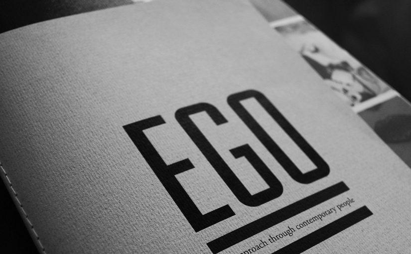 """""""EGO"""" è un libro in formato magazine che presenta alcuni personaggi con una sviluppata coscienza di sé"""