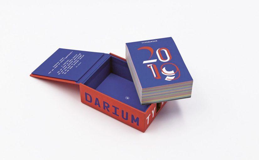 """Un carattere diverso nello strano calendario """"Typodarium 2019"""""""