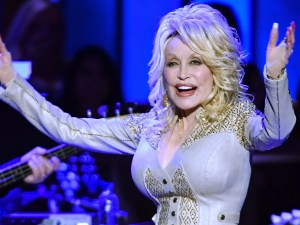 Dolly Parton Teams with CBS for Holiday Special