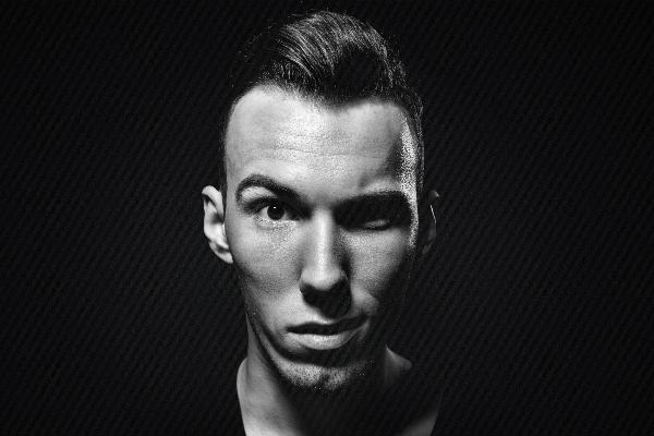 tom swoon causes stir