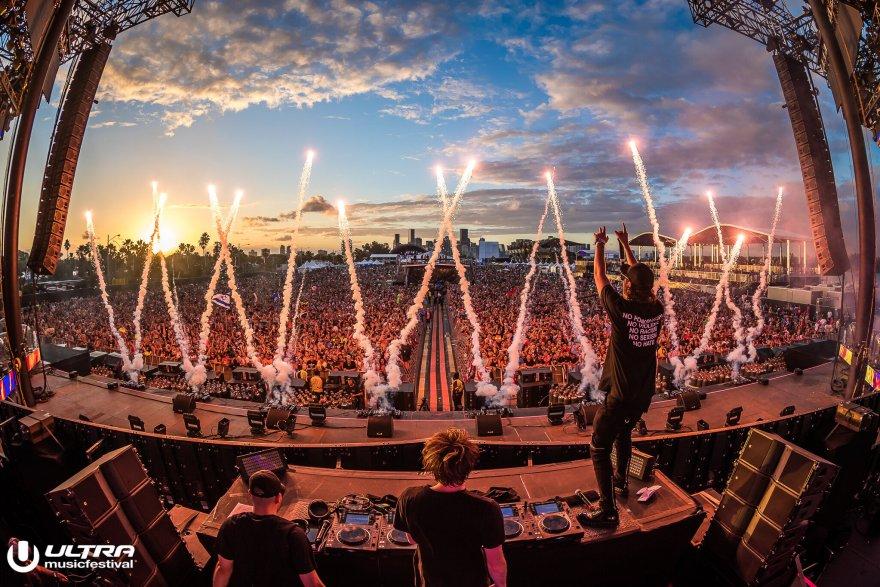 Ultra Music Festival 2019 PS2