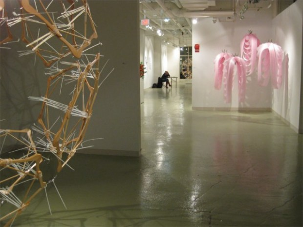 akamundo_Georgetown_Window_Wood_Plastic_Sculpture_Installation_Lighting-Shadows-9-640x480