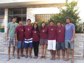 Misioneros de Perú con Equipo de Pastoral del Newman. Iz. a Der: Felipe, Rusbeld, Julio, Paola, Mayra, José, Kevin y Tatán.