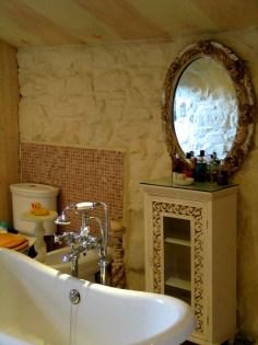 Toilet and Bidet Pink bedroom en suite
