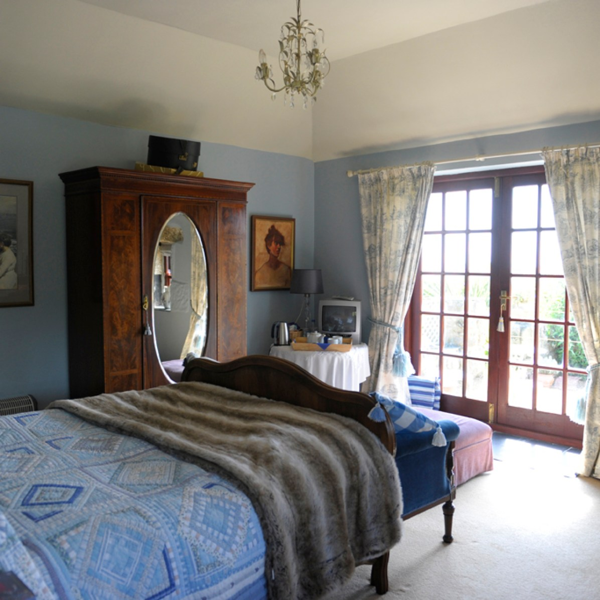 A beautiful light airy en suite Bedroom