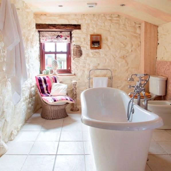 bateau bath set in the centre of the en suite bathroom