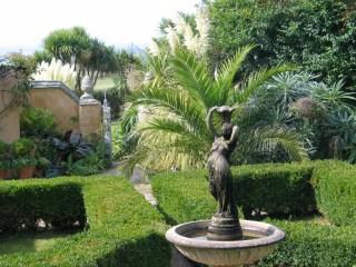 Courtyard Ednovean Farm