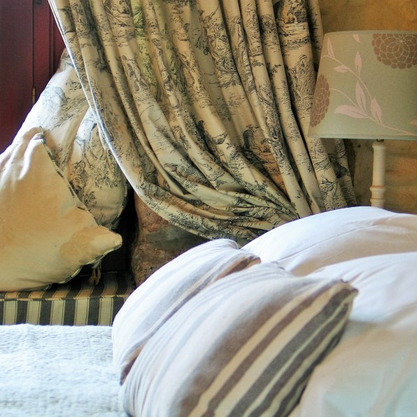 toile de jouy cuntains with contrasting striped window seat
