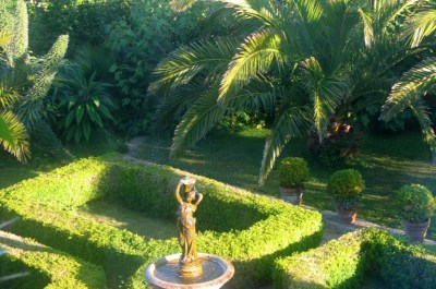 Formal courtyard garden at Ednovean Farm