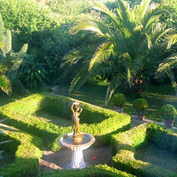 Formal courtyard garden at Ednovean Farm